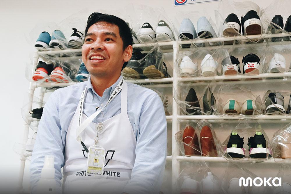 Pemilik bisnis Whitey White Makassar, usaha laundry Sepatu dengan Tenaga Professional