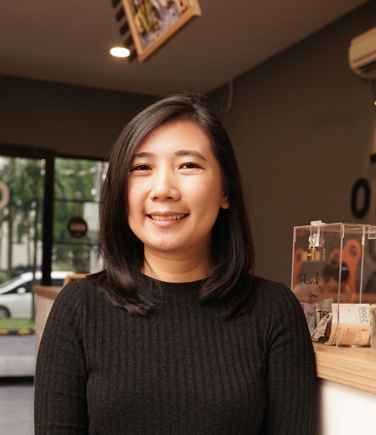 Elsheca owner dari Kedai Kopi Kulo yang telah merasakan manfaat dari Moka dengan adanya fitur analisi laporan penjualan pada setiap outlet yang dimilikinya
